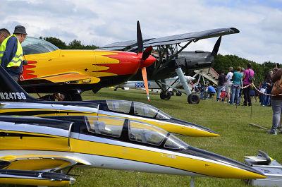Spektakuläres Fluggerät - groß und klein